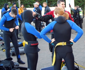 Getting briefed on the first dive on Saturday morning. 7 ml wetsuits, hoods, booties and gloves are worn by students.